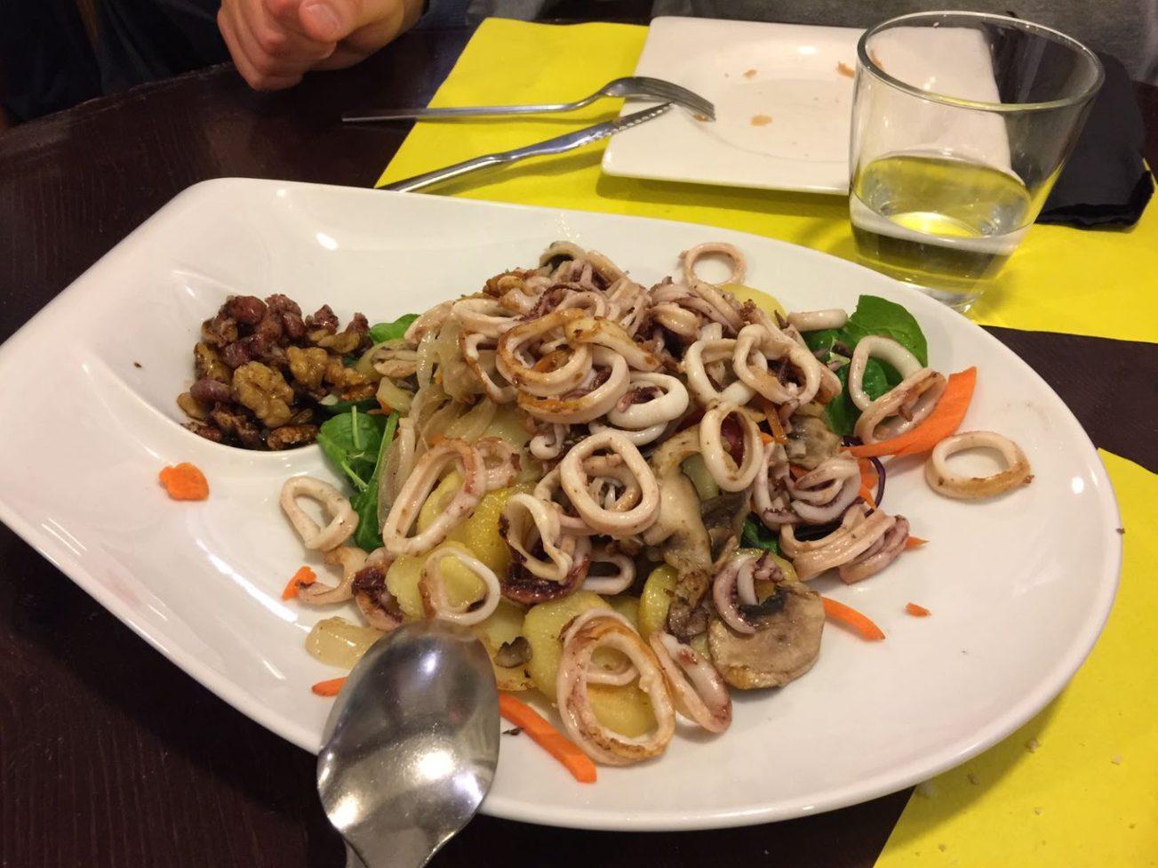 Ensalada templada de calamares y setas - Cerveceria Morito