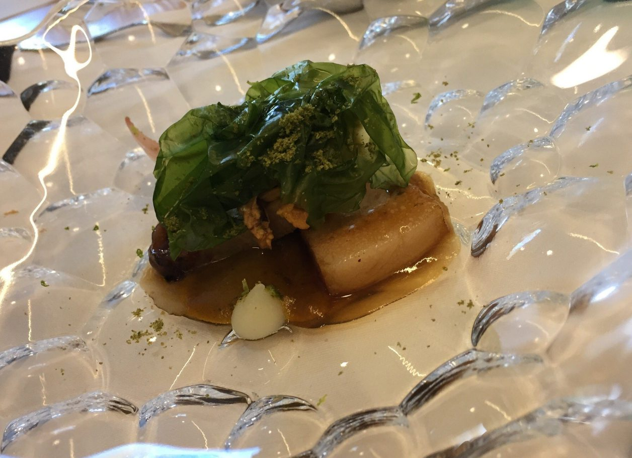 Papada de cerdo ibérico, escabeche de mejillón de roca, algas, encurtidos y cítricos - Cobo Vintage