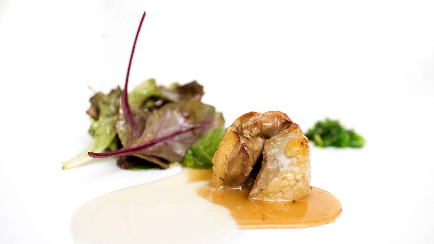 Timbal de pollo de corral relleno de piña, jenjibre y manzana - La Quinta del Monje