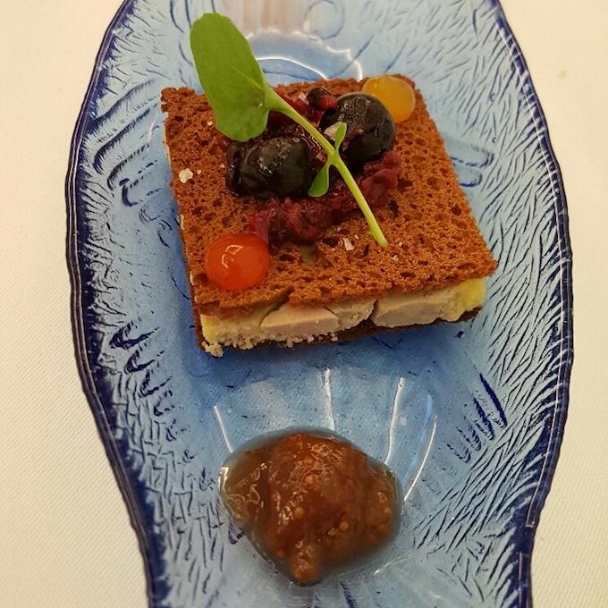 Corte de foie macerado, pan de especias , higos y gel de frutos - Cobo Vintage